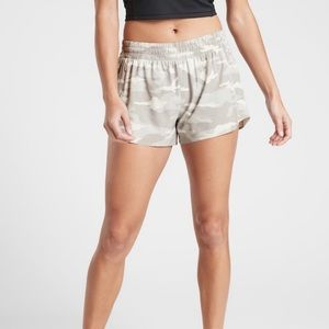 "Athleta 3"" Printed Hustle Shorts, M, NWT! WOW!"